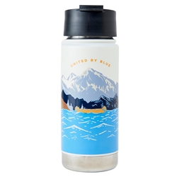 United By Blue Lakeside 18Oz Travel Bottle är en snygg termosflaska i rostfritt stål med illustration av en kanot på en sjö.